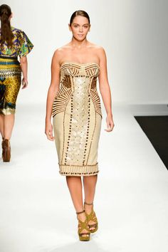 Elena Miro Spring 2013 Ready-to-Wear Runway - Elena Miro Ready-to-Wear Collection - ELLE