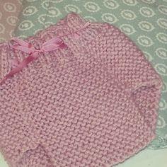 Instagram medios por babyandpoint - Qué mono ha Quedado el Cubre pañal !!  Y Que Hacerlo Fácil.  .. Que Hay animarse a tejer!  !  #knitting #babyandpoint
