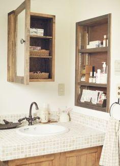 『かわいい家photo』では、かわいい家づくりの参考になる☆ナチュラル、フレンチ、カフェ風なおうちの実例写真を紹介しています。 Bathroom Toilets, Small Bathroom, Washroom, Bathroom Cabinets, Muji Home, Natural Interior, Plan Design, Interior Design Living Room, Kitchen Design