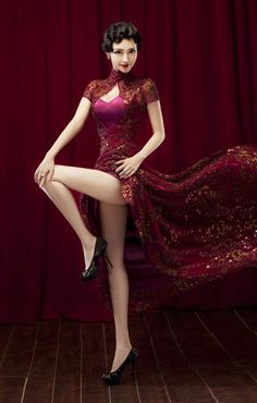 Chinese traditional qipao dress can also be sexy enough for the modern women
