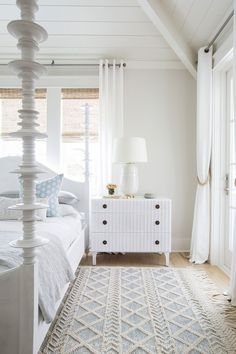 Such a lovely beach house cottage style bedroom! Love the white spindle bed and white dresser. The Beach House to Beat All Beach Houses Cottage Style Bedrooms, Coastal Bedrooms, Beach Cottage Style, Beach House Decor, Home Decor, Coastal Cottage, White Bedrooms, Beach House Interiors, French Cottage