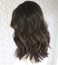 Medium, Beachy Waves with Ombre Highlights - 40 On-Trend Balayage Short Hair Looks - The Trending Hairstyle Dark Brunette Hair, Balayage Hair Blonde, Dark Balayage, Brunette Color, Haircolor, Bobs Blondes, Perfect Hair Color, Ombre Hair Color, Hair Highlights