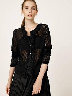 Per le tue serate primaverili, il total black è perfetto in ogni occasione. Sporty Chic, Spring Summer 2018, Tulle, Outfit, Tops, Women, Fashion, Elegant, Moda