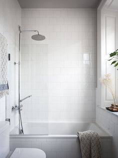 5 Major Areas To Consider While Designing Your Walk In Shower – Home Dcorz Bathroom Vinyl, Bathroom Windows, Family Bathroom, Bathroom Renos, Bathroom Renovations, Master Bathroom, Small Bathroom Bathtub, Large White Tiles, White Shower
