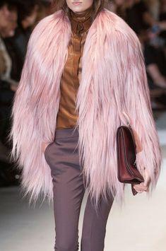 Gucci at Milan Fall 2014 (Details) love the fur Gucci Fall 2014, Fall a72f1914bb