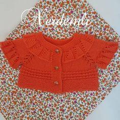 Kids Dress Wear, Knit Baby Dress, Baby Cardigan Knitting Pattern, Baby Knitting Patterns, Beanie Diy, Crochet Baby, Knit Crochet, Diy Crafts Knitting, Baby Pullover