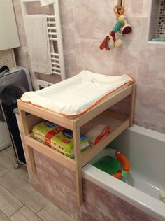 Want a changing table that sits on your bathtub yet leave you enough space to take a comfortable bath? Here you are! I hack a cheap SNIGLAR using just a little saw, a drill and lot of patience. First, I cut the rear legs… In this way the lower table lay on the bath supporting …
