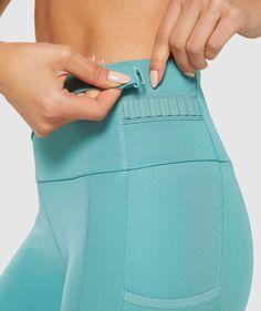 Womens Sports Fashion, Sport Fashion, Fitness Fashion, Perfect Squat, Yoga Workout Clothes, Running Leggings, Men Style Tips, Gym Wear, Sport Wear