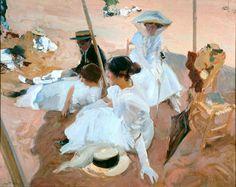 """ETAPA DE CULMINACIÓN (1900-1910). """"BAJO EL TOLDO, PLAYA DE ZARAUZ"""", 1910. En este lienzo recoge Sorolla a sus seres queridos en la playa de Zarauz (Guipúzcoa). Allí pasa parte del verano. De nuevo el pintor se expresa de forma elegante y delicada al mostrarnos a su familia bajo un toldo, que no vemos, en una paleta restringida a blancos y pardos rosáceos, con algunas notas negras que llaman nuestra atención."""