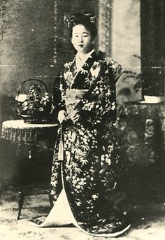 Japanese Imperial family's antique photograph.   14-year-old Nabeshima Itsuko. Meiji era. 1895.