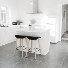 I have previously posted about my favourite Nordic kitchens, so here are my 4 favourite kitchens of Instagrammer's in Denmark. I didn't realise the small differ