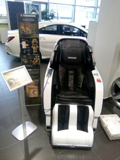 Main features: Fully automatic massage in all combinations, 340 massage combinations, Full back massage - from neck to hips, Needs no space behind the chair Shiatsu Massage Chair, Japanese Massage, Good Massage, Massage Techniques, Yamaguchi, Black Edition, Diy Chair, Reflexology, Chairs For Sale