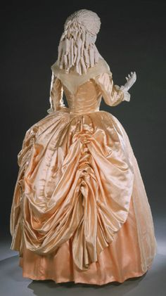Robe a l'anglaise ca. 1780's  From the Philadelphia Museum of Art
