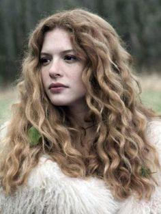 Rachelle Lefevre curly hair (Victoria)