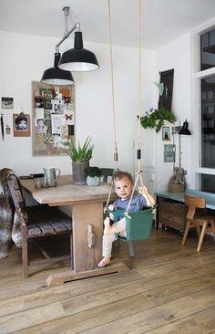 Pokój dziecięcy w salonie  #pokój #dzieci #salon #dziecko #design #aranżacja #inspiracje #wnętrza #dom #urządzanie #meble #hamak #jadalnia #huśtawka