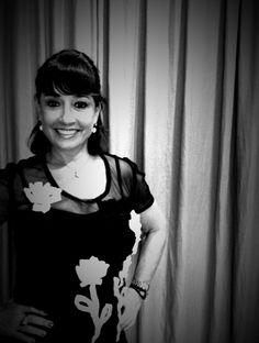 """Zilda Fraletti veste blusa em tule com aplicações de flores em organza da coleção """"vazio pós-esculturas de vazio"""" 013 Heroína - Alexandre Linhares  http://heroina-alexandrelinhares.blogspot.com.br/2014/06/zilda-e-as-esculturas-de-vazio.html"""