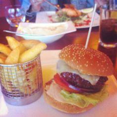 Untitled ✿ ☺ Delicious Burgers, Salmon Burgers, Hamburger, Ethnic Recipes, Food, Essen, Burgers, Meals, Yemek