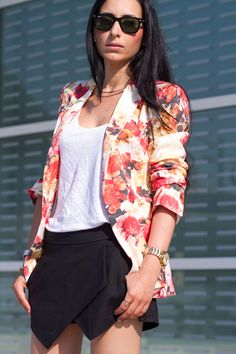 FLORAL BLAZER and BLACK SKORTS | With Or Without Shoes - Blog Moda Valencia España