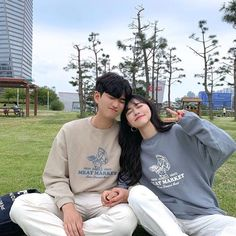 Boy Best Friend Pictures, Boy And Girl Best Friends, Cute Couple Pictures, Cute Couples Goals, Couple Goals, Matching Couple Outfits, Matching Couples, Korean Couple Photoshoot, Couple With Baby