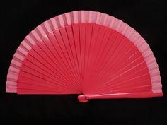 Abanico de madera liso. Color: Fucsia. Medida: 23 cm.