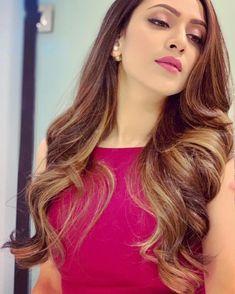 Beauty Full Girl, Beauty Women, Plumeria Flowers, Brunette Beauty, Indian Designer Wear, India Beauty, Beautiful Actresses, Girl Photos, Long Hair Styles