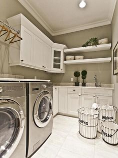 Laundry room| Love this set up