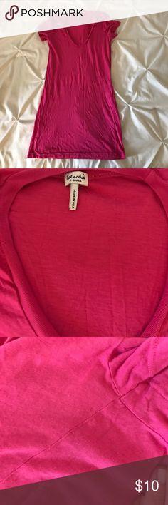 Splendid scoop tee Pink scoop neck shirt sleeve tee. Very slight piling under arm, see photo for reference. Splendid Tops Tees - Short Sleeve