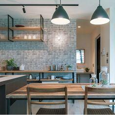 おすすめの国産壁紙。【 壁紙 のり付き 】生のりつき 壁紙 クロス/レンガ柄 男前ダーク SLV-1351 Brick Room, Sweet Home Design, New Homes, House Design, Interior, Kitchen, Table, Inspiration, Furniture