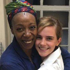 Emma Watson assiste a peça e encontra nova Hermione
