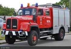 ▐ Saurer D220 4x4 Fire engine •3♥10-04-2020• #Saurer_D220 Old Trucks, Fire Trucks, 4x4, Fire Apparatus, Fire Engine, Car Manufacturers, Firefighter, Engineering, Busse