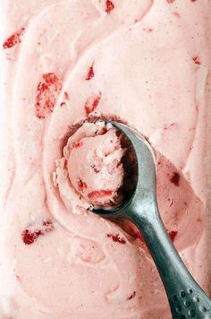 Baby Ice Cream, Milk Ice Cream, Ice Cream Pops, Ice Cream At Home, Ice Cream Treats, Ice Cream Toppings, Ice Ice Baby, Ice Cream Recipes, Homemade Strawberry Ice Cream