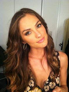 Beautiful Minka Kelly, her hair and makeup look perfect! Minka Kelly Makeup, Minka Kelly Hair, Lighter Brown Hair Color, Light Brown Hair, Dark Hair, Braut Make-up, Gorgeous Makeup, Pretty Makeup, Pretty Hair