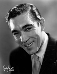 hollywood stars Anthony Quinn Born Antonio Rudolfo was a great actor with a career that spanned over 60 years. Died of pneumonia and is buried in the famil Hollywood Men, Hollywood Icons, Golden Age Of Hollywood, Hollywood Stars, Classic Hollywood, Classic Movie Stars, Classic Films, Stars D'hollywood, Anthony Quinn