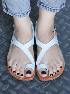 Women S Shoes Vocabulary Toe Ring Sandals, Sandals Outfit, Strappy Sandals, Flat Sandals, Shoes Sandals, Up Shoes, Me Too Shoes, Casual Shoes, Pretty Sandals