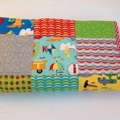 Cheerful and colorful baby quilt on Etsy, 52,50 €