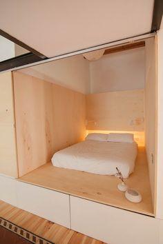 click the link...brilliant idea, hide the bed in the wall and close off with a door... Vivienda de Neus Casanova 17 (Copiar)