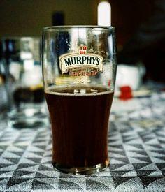 Sobremesas de cervezas con amigos de primera.  #tropoGourmet #beer #murphys #glass #friends #review #vsco #vscogood #vscogrid #vscohub #vscocam  #photooftheday  #sony #sonyA7 #A7 #sonyCamera #sonyAlpha #Alpha #alphaCamera #camera #mirrorless #humonegrophoto #travel #trip #travelgram #instatrip #photoshoot -------------------------------------------------- Todos los derechos reservados  tropocolo 2017