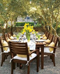 If only all meals could be in a garden this gorgeous