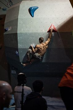 Mechanior (photo by Climbing Wall, Rock Climbing, Dynamic Poses, Back Muscles, Mountaineering, Climbers, Nice Body, Fun Games, Mens Fitness