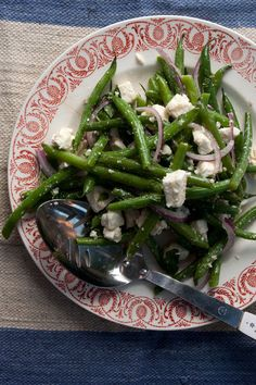 Green Bean Salad with Feta and Mint by Saveur. Feta, red onion, and mint are a classic combination; tossed with snappy green beans they make a salad of surprising complexity, at home both as a light main course or an effortless side dish. Barbecue Sides, Barbecue Side Dishes, Side Dishes Easy, Side Dish Recipes, Grilling Sides, Mint Recipes, Green Bean Recipes, Vegetable Recipes, Vegetarian Recipes