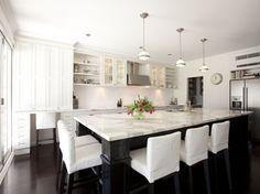 Пространство на кухне можно использовать более эффективно, если возложить на остров функции обеденного стола