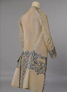 Soooooooo dapper! Man's taffeta coat, 1750-60. Embroidered with a chain stitch in blue silk.