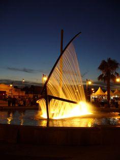 Fuente del Barco de Agua en la playa de La Malvarrosa. (Water Boat fountain at La Malvarrosa Beach in Valencia, Spain.)