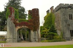 Armadale Castle - Chateau Armadale SCOTLAND, ILSE OF SKYE, ARMADALE- Armadale Castle is a ruined country house in Armadale, Skye, former home of the MacDonalds. A mansion house was first built here around 1790. In 1815 a Scottish baronial style mock-castle, intended for show rather than defense, designed by James Gillespie Graham, was built next to the house.