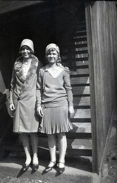 Young flappers, her coat is AMAZING.