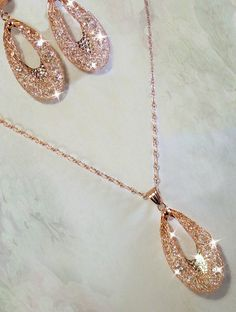 This is a 18k rose gold necklace with gold plating over sterling silver. If you love the shine of Swarovski, then this set is for you! It has a generous amount of clear swarovski crystals floating in the 18k gold mesh tubing that goes around in a tear drop formation. Right in the center it has a ...