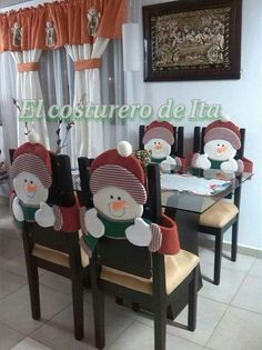 Cubresillas                                                                                                                                                                                 Más Christmas And New Year, Simple Christmas, Christmas Home, Christmas Holidays, Christmas Chair Covers, Christmas Snowman, Christmas Ornaments, Easy Christmas Decorations, Holiday Crafts