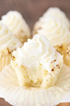 These Almond Amaretto Cupcakes have a moist almond cupcake, almond frosting and a fluffy white chocolate amaretto center! #cupcakes #almond #frosting Almond Frosting, Almond Cupcakes, Amaretto Cupcakes Recipe, Mocha Cupcakes, Strawberry Cupcakes, Velvet Cupcakes, Easter Cupcakes, Flower Cupcakes, Christmas Cupcakes