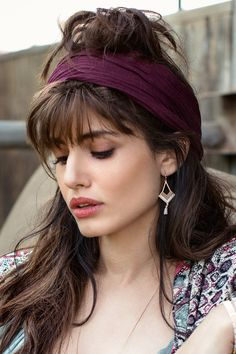 Because bandanas create fantastic headbands, you can pair them together with braids, curls and all kinds of long hairstyles. Messy Bun Hairstyles, Bandana Hairstyles, Ponytail Hairstyles, Cool Hairstyles, Hairdos, Long Curly Hair, Curly Hair Styles, Layered Hair, Silver Hair