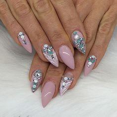 #amourbeautylounge #nails #nailart #nailartaddict #nailartheaven